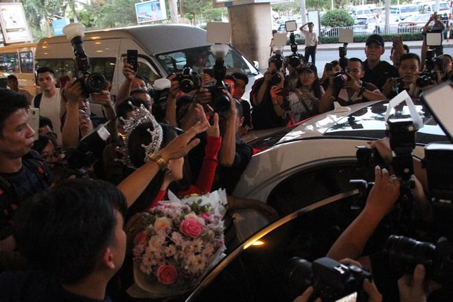 Xem Ảnh đọc báo tin tức Hương Giang Idol choáng váng vì sự hâm mộ của fan Việt và truyện phim nhạc xổ số bóng đá xem bói tử vi 11