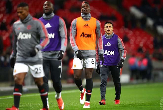 """Binh biến MU: Pogba - Sanchez """"chiến tranh lạnh"""", Mourinho buông xuôi 2"""