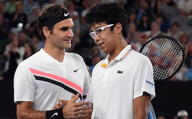 """Federer hạ gục Hyeon Chung: """"Thầy phù thủy"""" bóp nghẹt sao mai 1"""