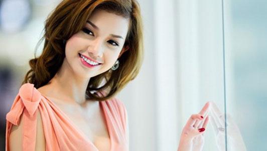 MC Quỳnh Chi VTV kể về sự cố váy áo bất ngờ khi lên sóng HOT NHẤT TUẦN