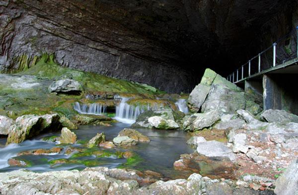 Top 8 hang động ngầm đẹp đến nín thở trên thế giới - 2