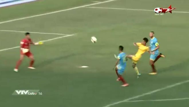 """Phan Văn Đức ra mắt V-League: Hay như U23 Việt Nam, chỉ quá """"đen"""""""