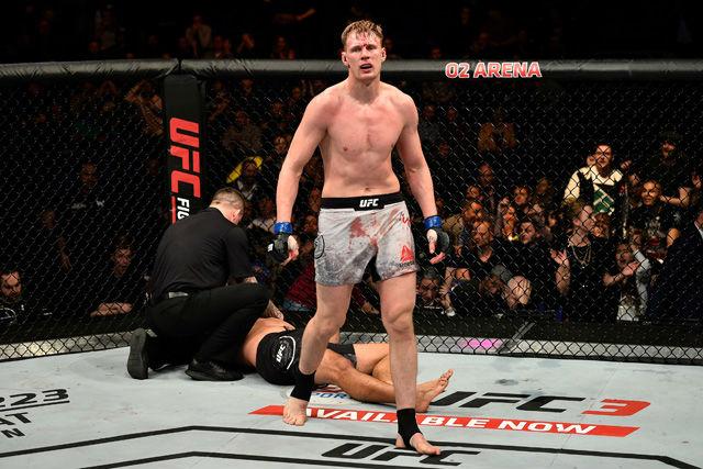 Siêu đại chiến hạng nặng UFC: Knock-out cực hiểm, đối thủ đo sàn 2