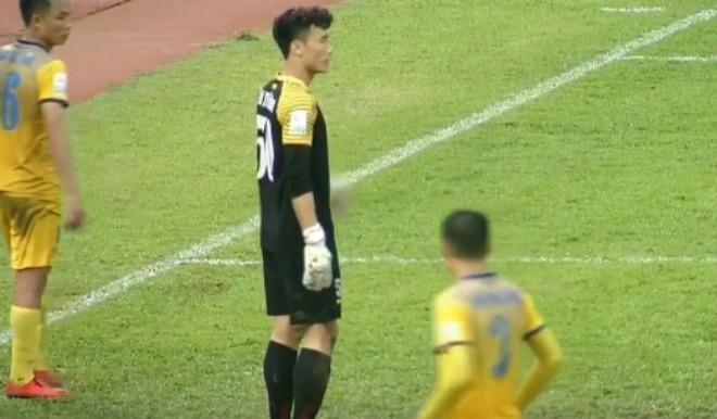 Thanh Hóa trắng lưới, thủ thành Tiến Dũng U23 VN kiến tạo ngỡ ngàng 1