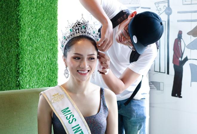 Hoa hậu Hương Giang:Nhuộm tóc cũng bị tước vương miện - 1