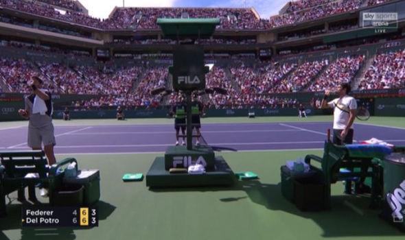 Hiếm thấy: Đấu trí Del Potro, Federer tức giận, bất mãn trọng tài 2