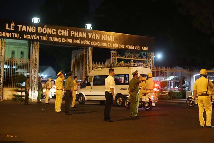 Linh cữu cố Thủ tướng Phan Văn Khải đã về Hội trường Thống Nhất - 6