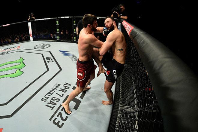 UFC: Sấp mặt cả trận, phản đòn giây cuối thắng hơn 1 tỷ đồng