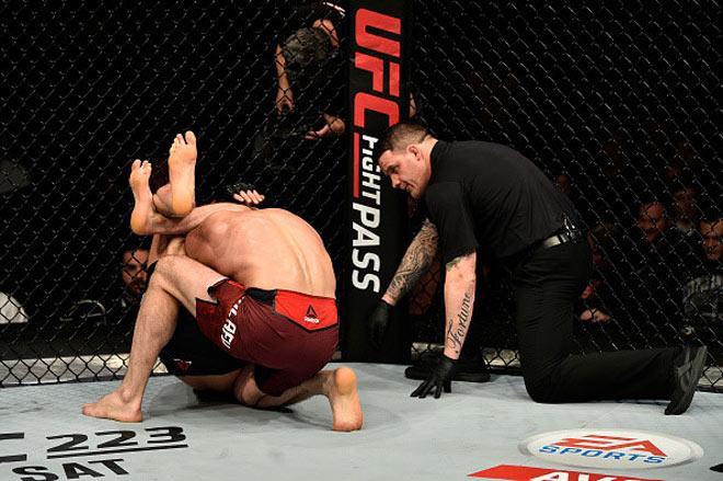 UFC: Sấp mặt cả trận, phản đòn giây cuối thắng hơn 1 tỷ đồng 2