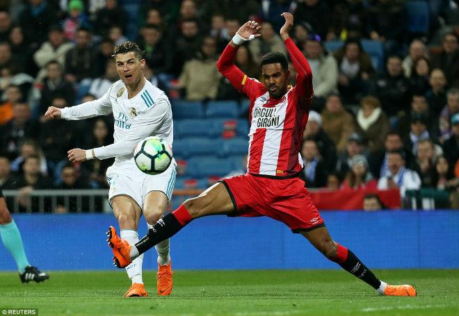 Ronaldo lập poker, cán mốc 50 hat-trick: Nhà vua vĩ đại, hùng bá châu Âu - 2