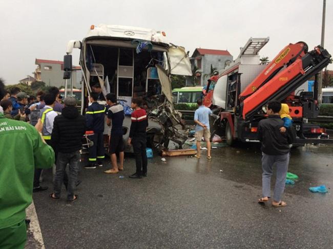 Ảnh: Hiện trường vụ tai nạn kinh hoàng giữa xe khách và xe cứu hỏa - 2