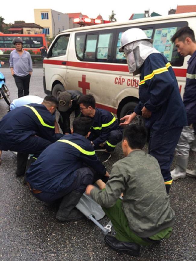 Ảnh: Hiện trường vụ tai nạn kinh hoàng giữa xe khách và xe cứu hỏa - 4