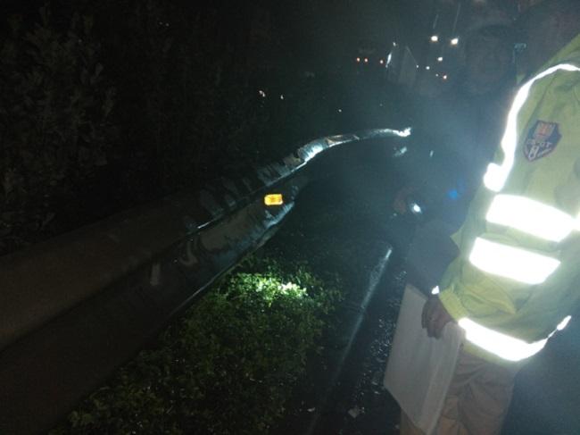 Ảnh: Hiện trường vụ tai nạn kinh hoàng giữa xe khách và xe cứu hỏa - 6