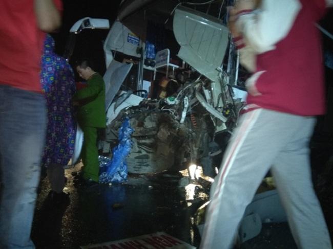 Ảnh: Hiện trường vụ tai nạn kinh hoàng giữa xe khách và xe cứu hỏa - 8