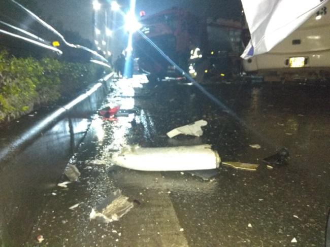 Ảnh: Hiện trường vụ tai nạn kinh hoàng giữa xe khách và xe cứu hỏa - 9