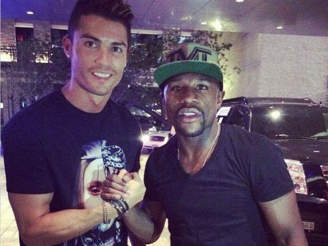 """Mayweather """"nổ"""" vang trời: Mua CLB Newcastle có thể, Ronaldo thì đừng mơ 4"""