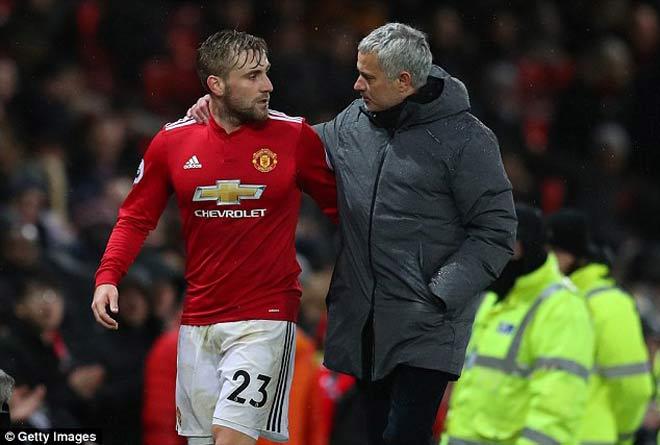 """Phòng thay đồ MU chực """"nổ tung"""": Sếp sòng cảnh báo Mourinho 1"""
