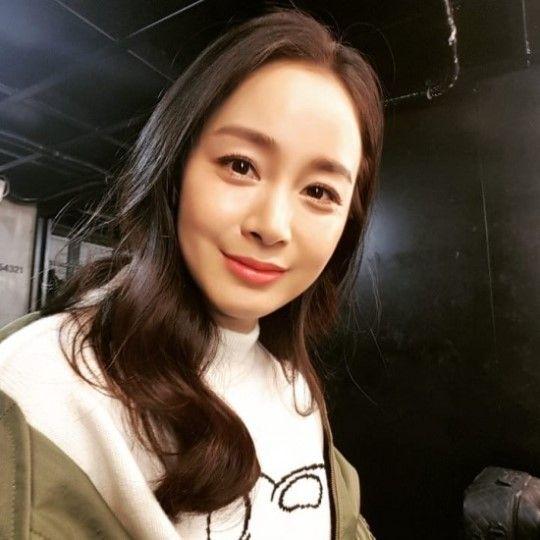 Kim Tae Hee rạng rỡ xuất hiện lần đầu sau khi sinh con