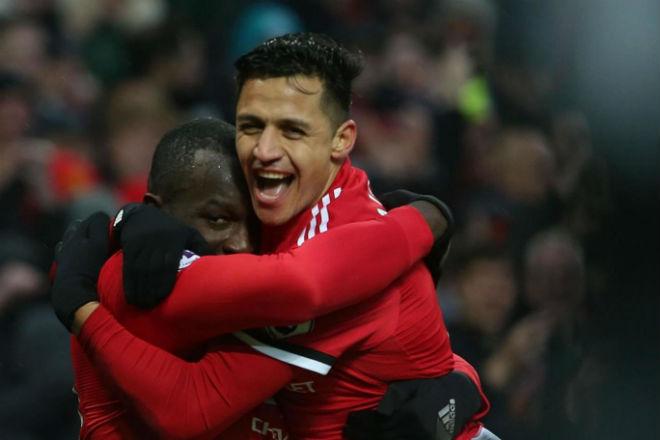 Tiết lộ biến ở MU: Mourinho giận vì bị Pogba tự tiện… cầm tay 3