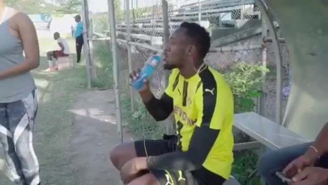 """""""Tia chớp"""" U.Bolt: Đá bóng cấp """"làng"""", Mourinho sao dám nhận về MU 2"""