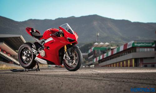 """Siêu xe Ducati Panigale V4 bị """"bà hỏa"""" viếng thăm - 2"""