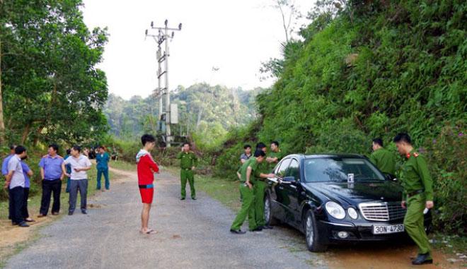 Vợ chồng và con nhỏ chết trong xe Mercedes: Hé lộ cuộc điện thoại cuối cùng - 1