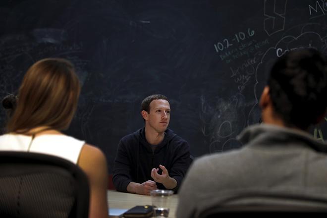 Lý do nào khiến Zuckerberg khó rời chức CEO Facebook