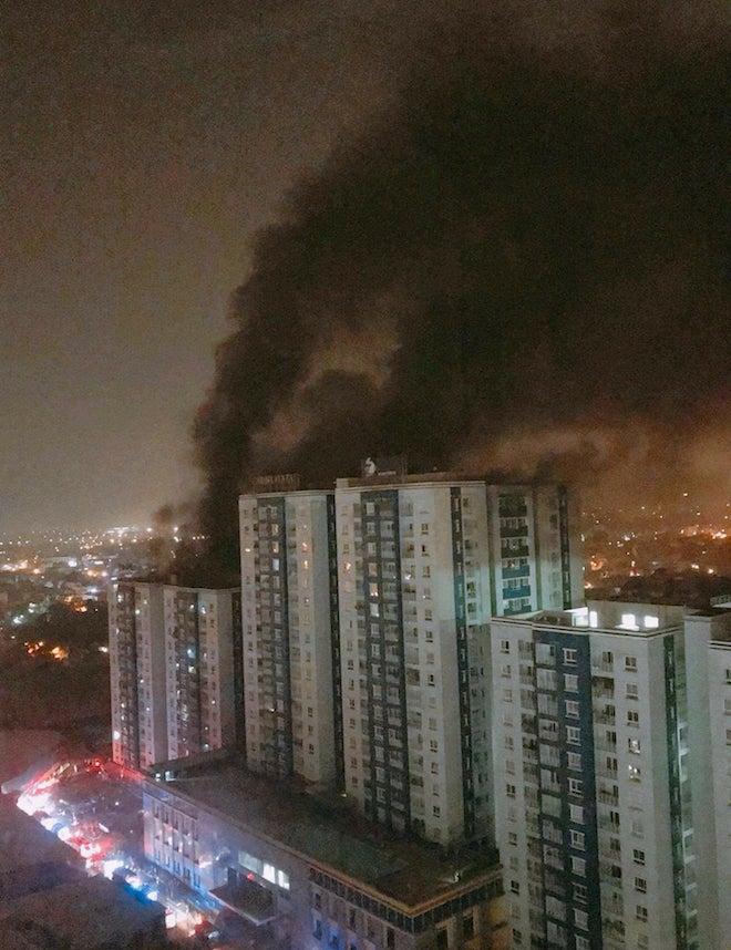 """Cháy chung cư 13 người chết: """"Không có một tiếng chuông, giọt nước nào rơi xuống"""""""