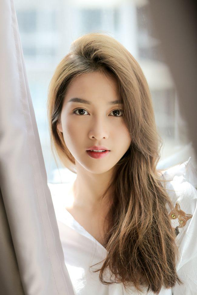 Hot girl Khả Ngân: