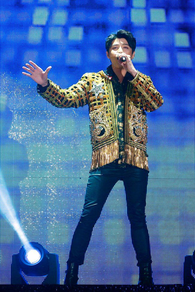 Noo Phước Thịnh khiến 5.000 khán giả Hong Kong phấn khích