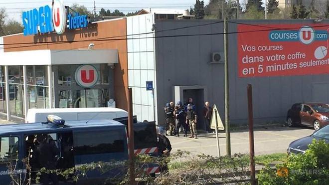 Tay súng tấn công khủng bố trong siêu thị Pháp, 19 người thương vong
