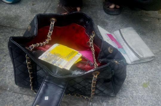 Nóng 24h qua: Phát hiện túi xách chứa cọc tiền nghi của nạn nhân tử vong ở chung cư Carina