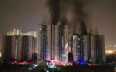 Cháy chung cư khiến 13 người tử vong: Ai phải chịu trách nhiệm bồi thường?