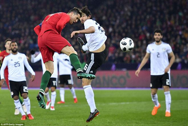"""Ronaldo """"mưu cao"""" bùng nổ: Hừng hực đấu Messi ở World Cup - 1"""
