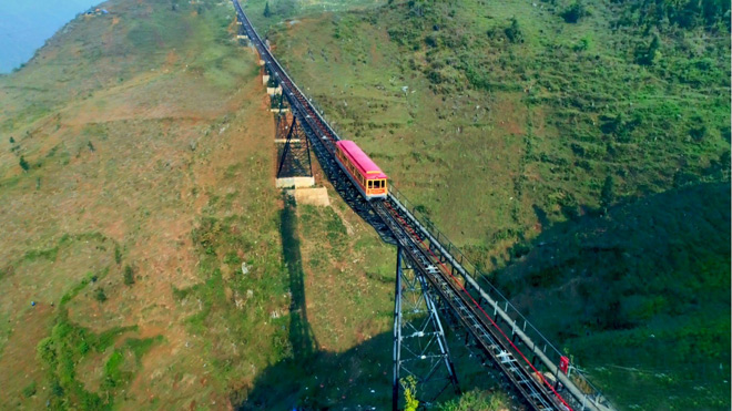 Ngày 31/3 tàu hỏa leo núi hiện đại nhất Việt Nam chính thức hoạt động - 1