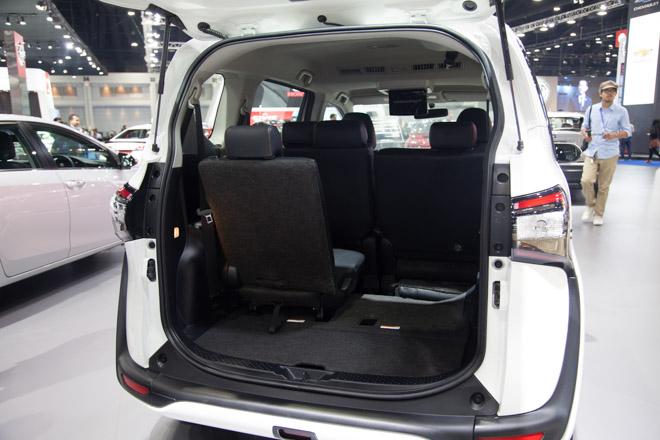 """""""Đàn em"""" của Toyota Innova ra mắt giá hơn 600 triệu - 7"""