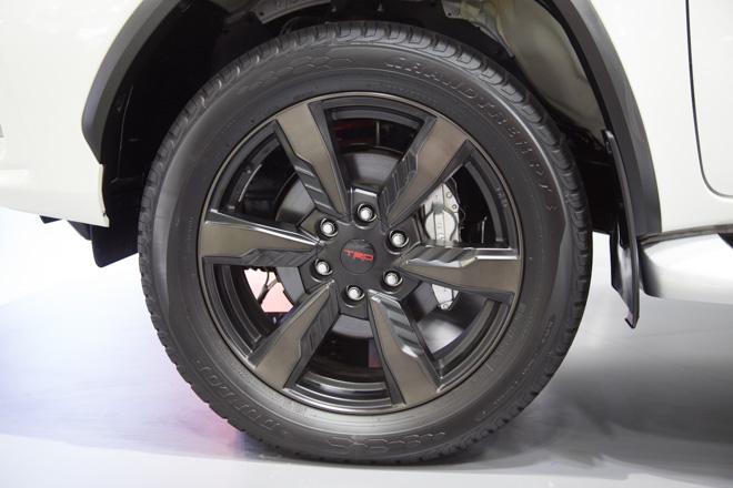 Chiêm ngưỡng Toyota Fortuner TRD Sportivo: Cực ngầu, cực thể thao - 5