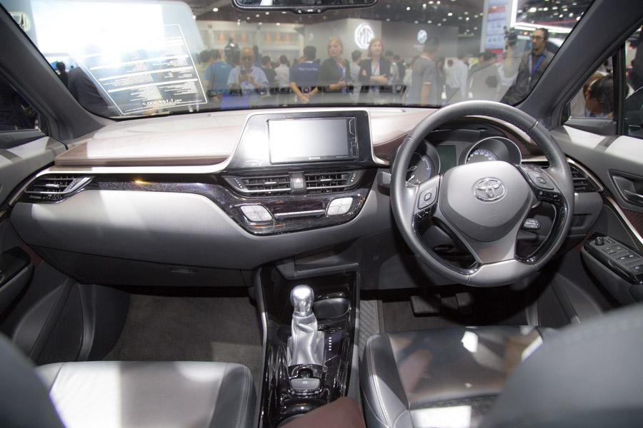 Toyota C-HR phiên bản TRD có giá 984 triệu đồng tại Thái Lan - 8