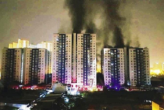 Carina cháy hơn 1 giờ, PCCC mới được báo tin