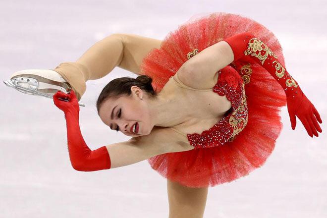 """Thể thao """"đỏ mặt"""" nhất: Nữ thần 15 tuổi 3 lần """"vồ ếch"""", mỹ nhân giật HCV"""