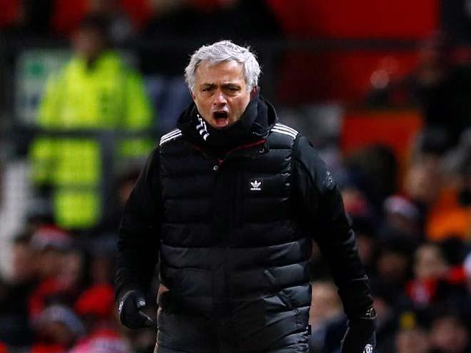 MU: Mourinho họp khẩn, quyết định tương lai Pogba & Shaw - 1
