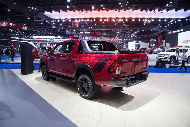 """Toyota Hilux """"facelift"""" Revo Rocco - Giá bán từ 380 triệu đồng - 8"""