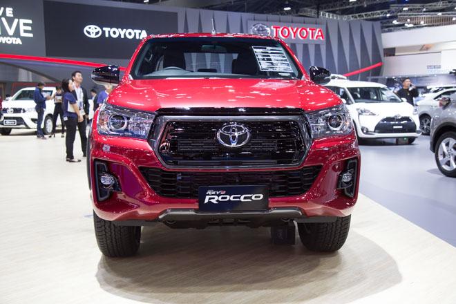 """Toyota Hilux """"facelift"""" Revo Rocco - Giá bán từ 380 triệu đồng - 1"""