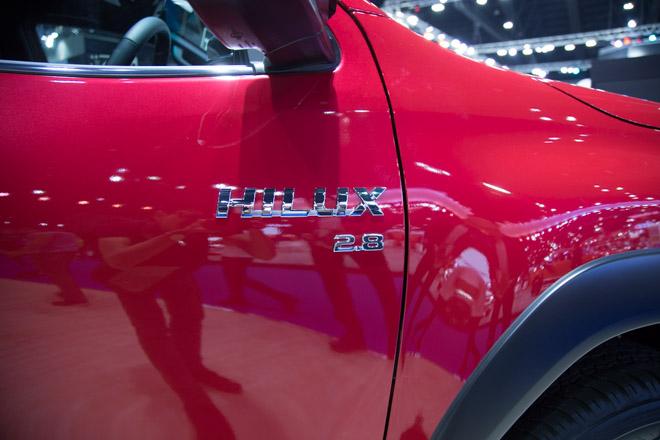 """Toyota Hilux """"facelift"""" Revo Rocco - Giá bán từ 380 triệu đồng - 7"""
