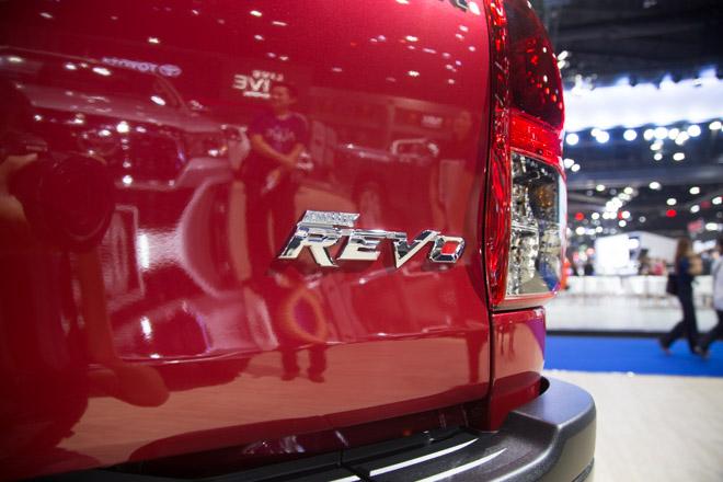 """Toyota Hilux """"facelift"""" Revo Rocco - Giá bán từ 380 triệu đồng - 9"""
