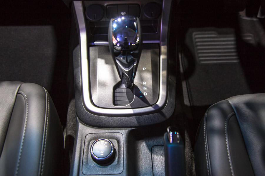Đối thủ của Toyota Fortuner: Chevrolet Trailblazer LTZ có giá 1,09 tỷ đồng - 14