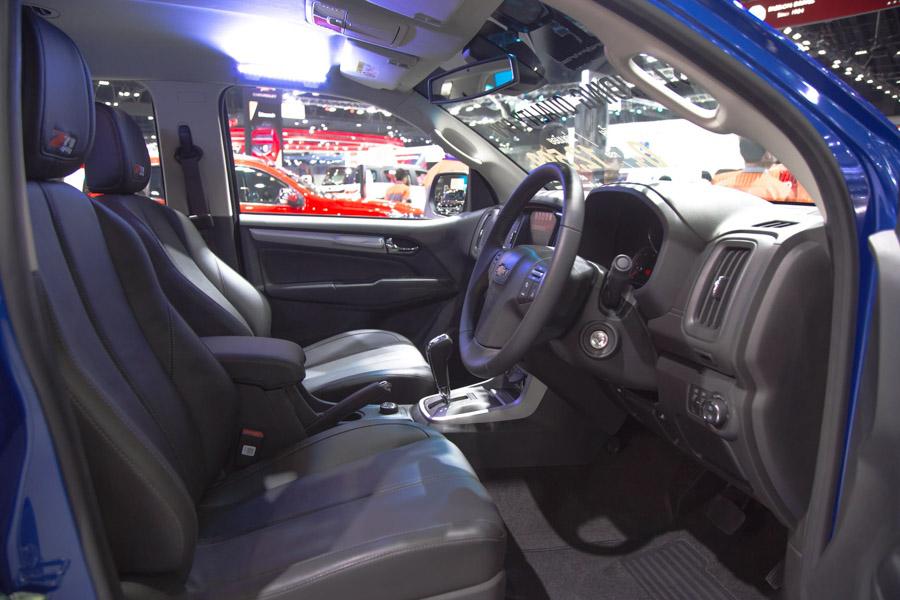 Đối thủ của Toyota Fortuner: Chevrolet Trailblazer LTZ có giá 1,09 tỷ đồng - 15