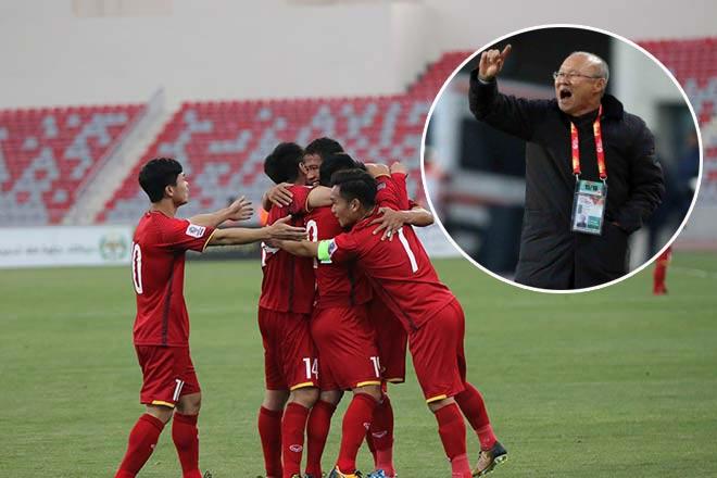 HLV Park Hang Seo nâng tầm bóng đá Việt Nam: Đang bỏ xa Thái Lan? - 2