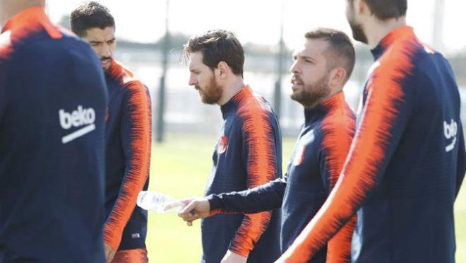 Siêu sao tái xuất: Rực lửa derby London, Messi và MU xóa tan nghi ngờ - 2