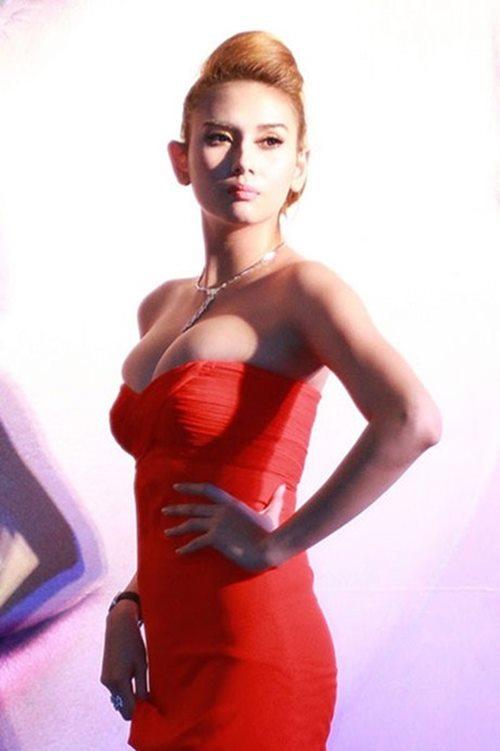 """Siêu mẫu Hoàng Yến: """"Tôi sẽ phẫu thuật thu nhỏ ngực lần 4 nếu lớn trở lại"""""""